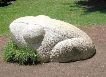 פסל צפרדע בגן ג'ירף